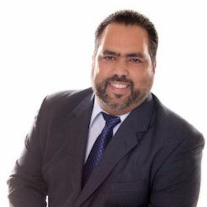 pedro -profesor formacion implantes puerto rico